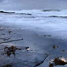 waves wash the rocks by MagnusAgren