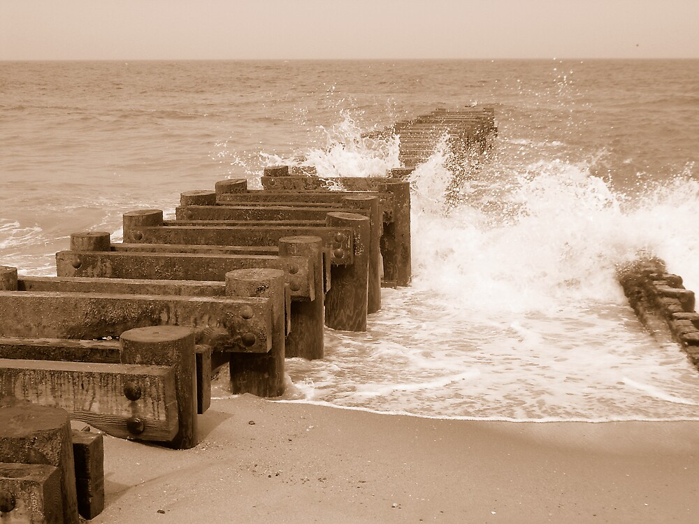 Crashing jetty by Jen29