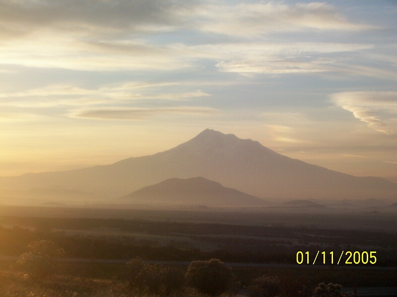 Early Morning Mt.Shasta by holleybear420