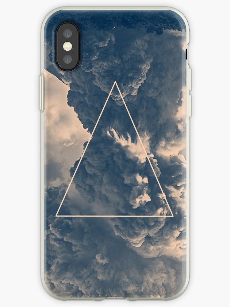 «Triángulo de nubes invertidas» de jackshoegazer