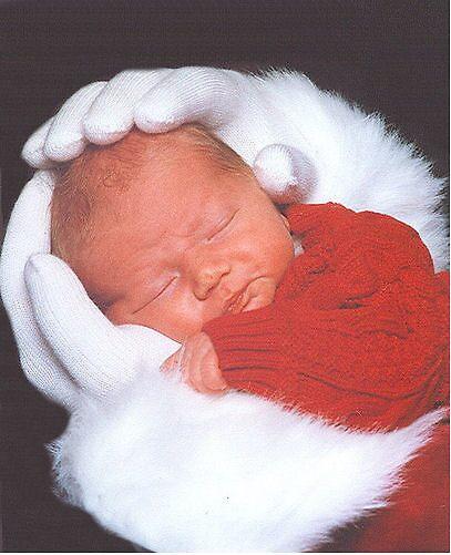 Santa Hands by Mikkella