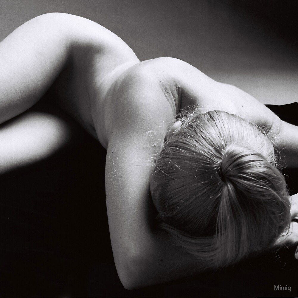 Reclining Nude by Mimiq