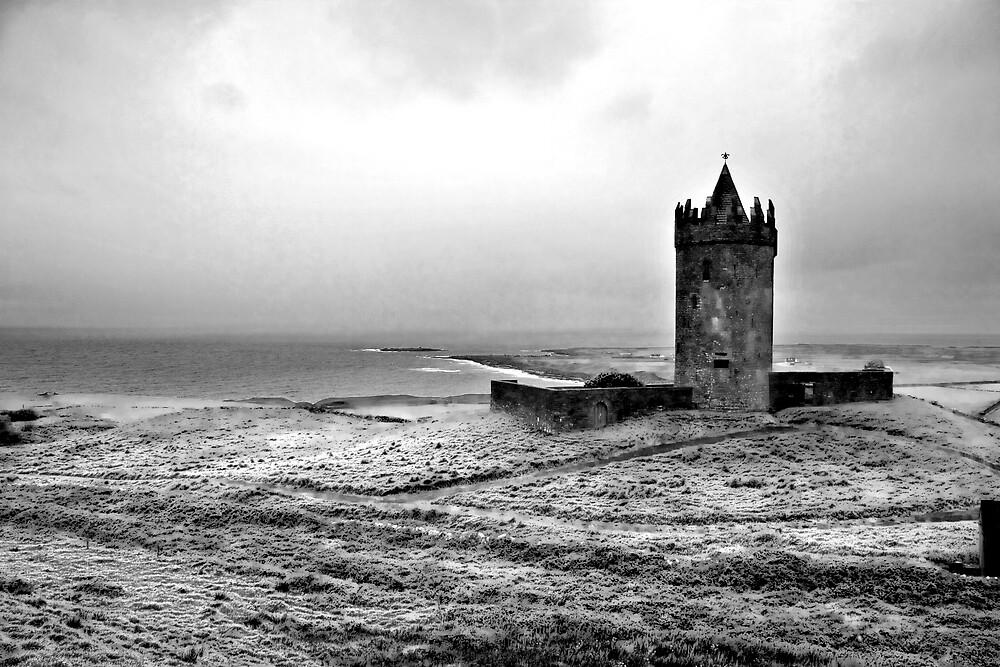 Tower at Doolin, Ireland (b/w) by ThomasMaher