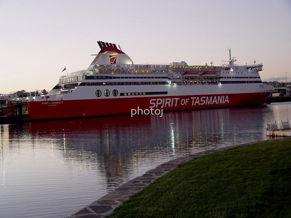 australi-tasmania 'spirit ferry' by photoj