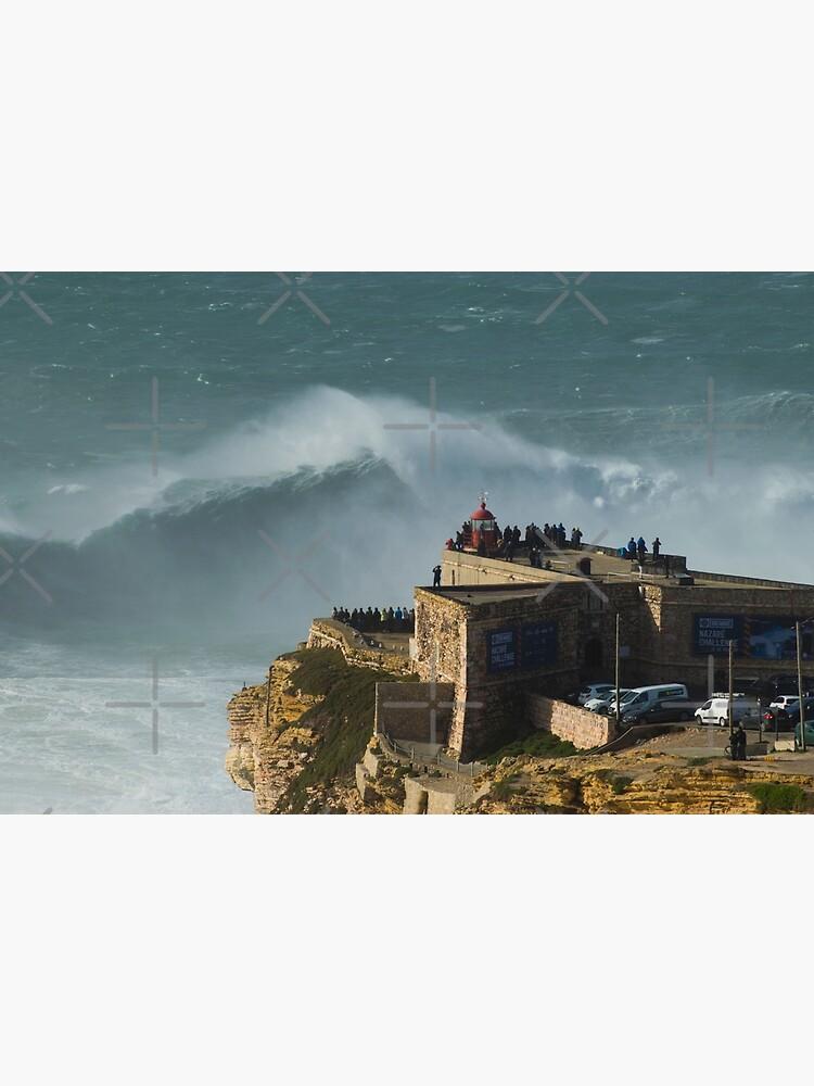 XXL Wellen bei Nazare Portugal von emergentdesigns