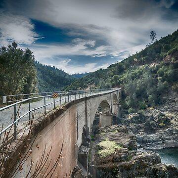 Canyon Bridge by ivoire