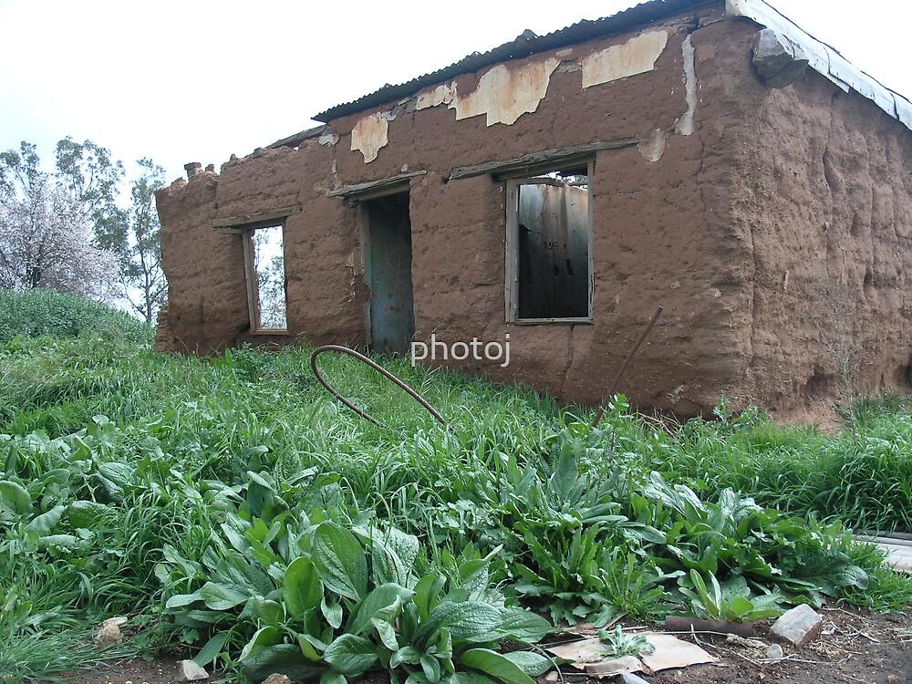 photoj S.A., Outback Mud House by photoj