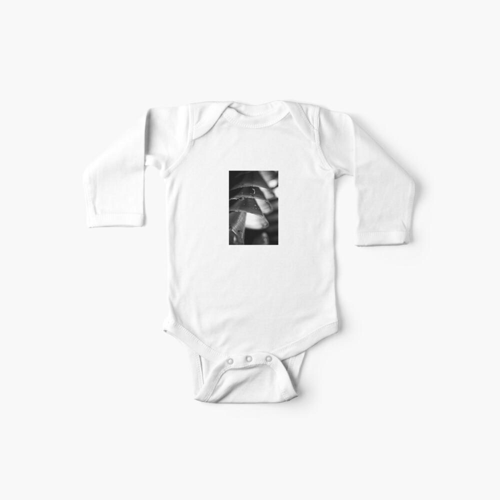 wachte auf einem Raumschiff auf Baby Body
