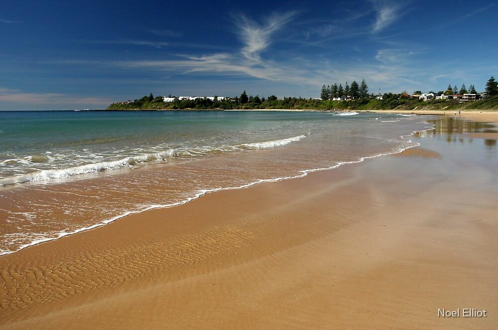 Culburra Beach  by Noel Elliot