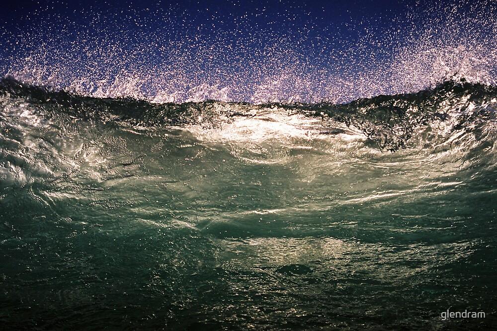 Breaking Wave by glendram