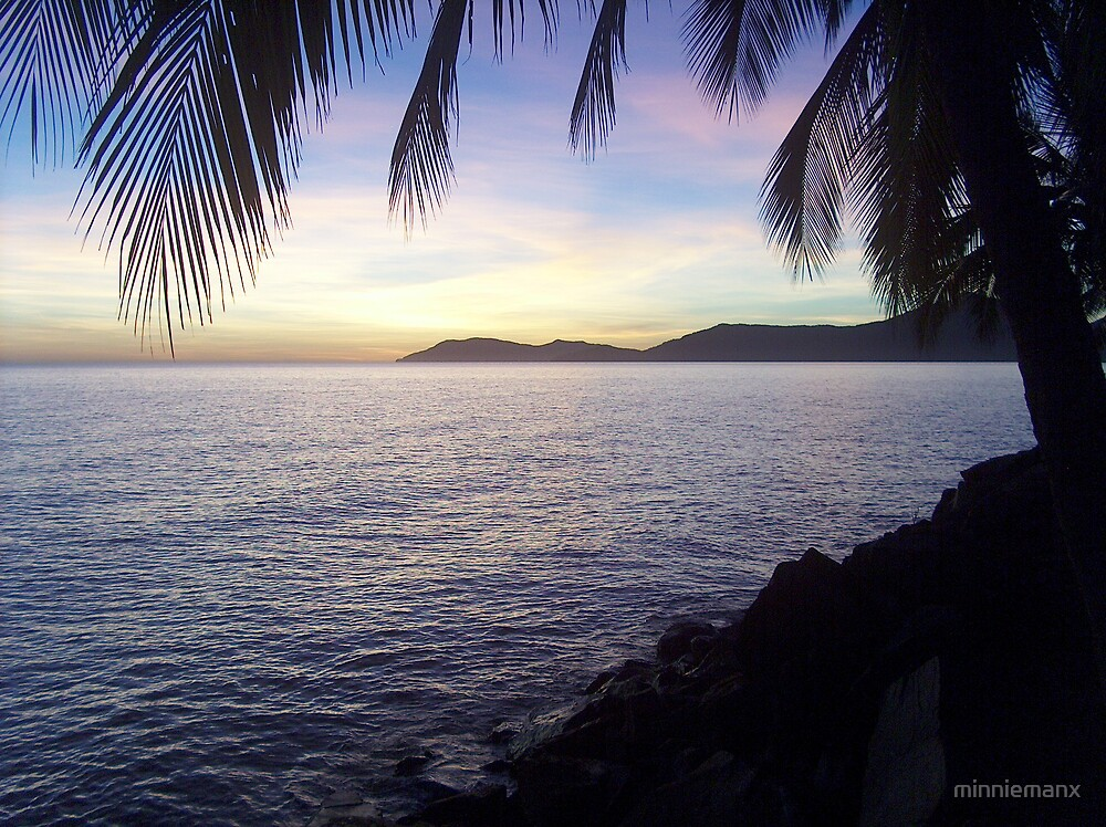Sunrise at Machan's Beach #2 by minniemanx