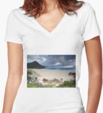 Beautiful Zenith Beach Port Stephens Women's Fitted V-Neck T-Shirt