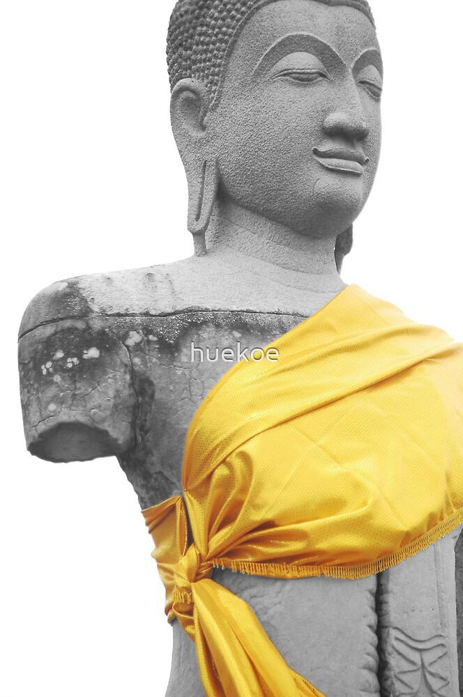 Broken Buddha by huekoe