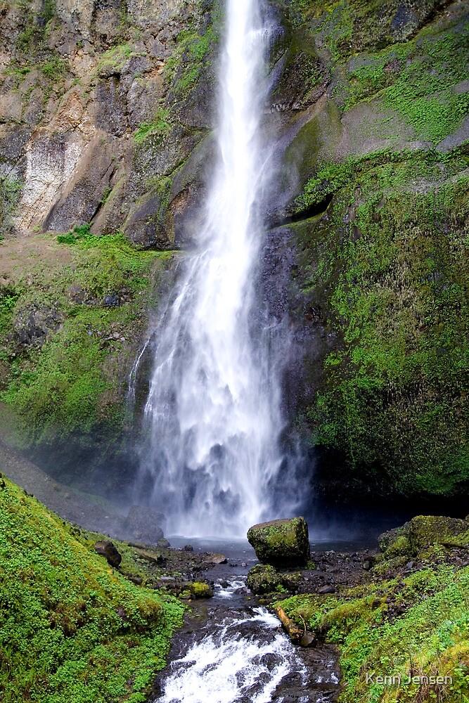Multnomah Falls, Columbia River Gorge, Oregon by Kenn Jensen