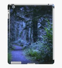 Cobweb Branches - Cold Colour Balance. iPad Case/Skin