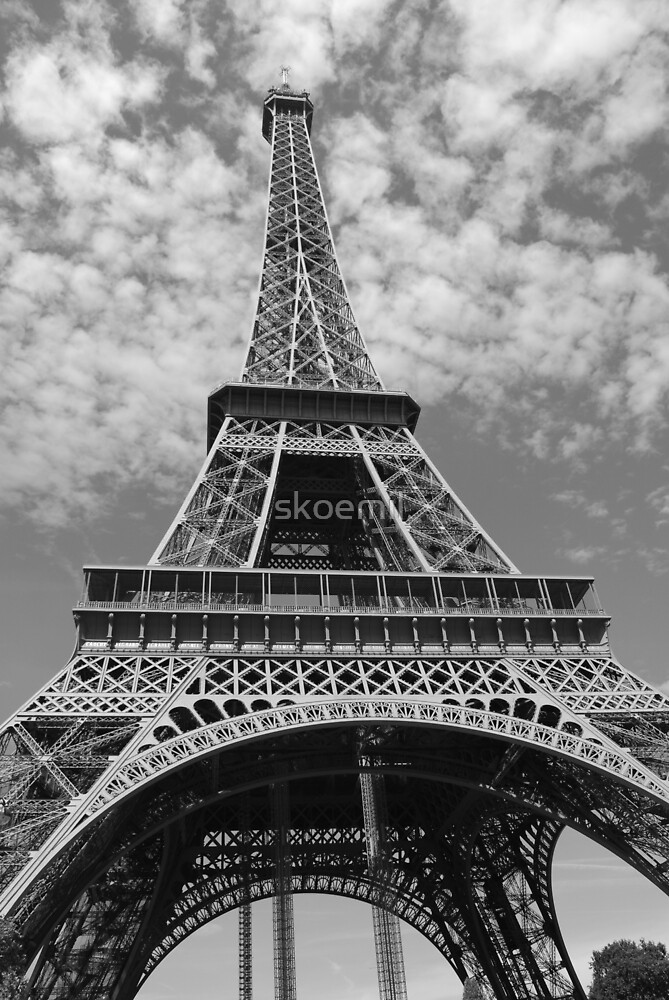 Eiffel Tower by skoemil