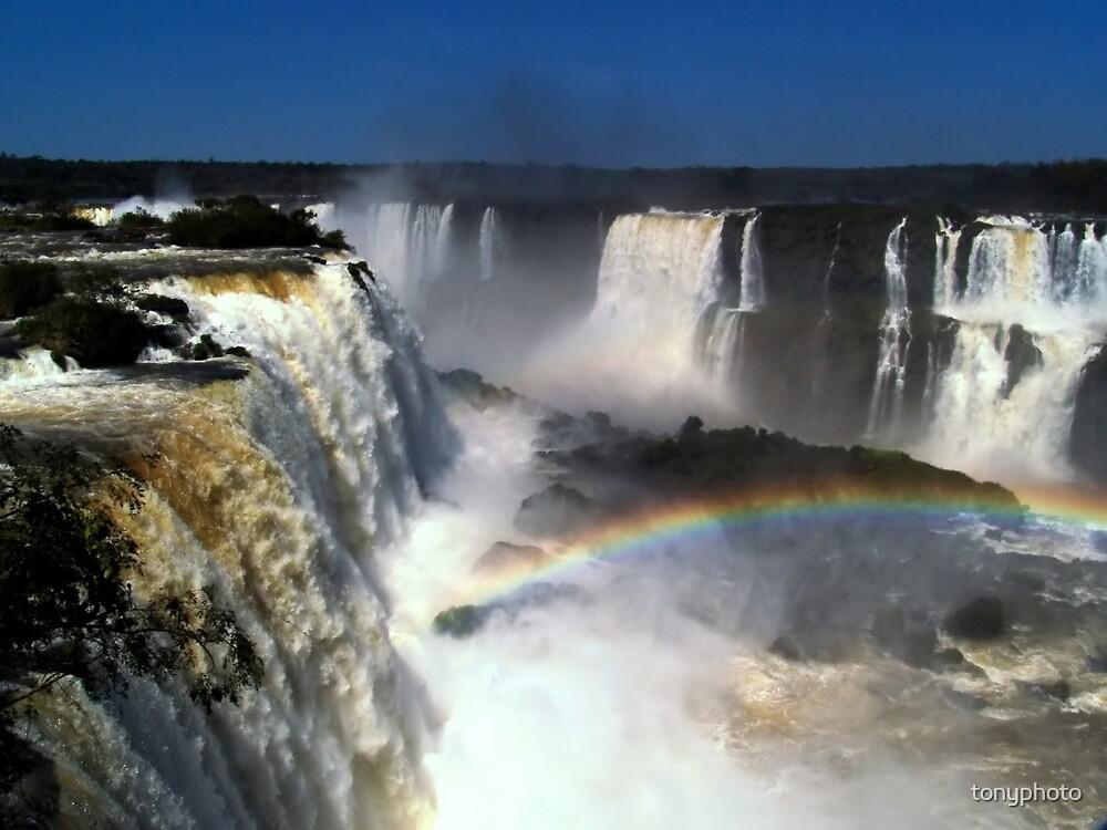 Iguazú Falls by tonyphoto