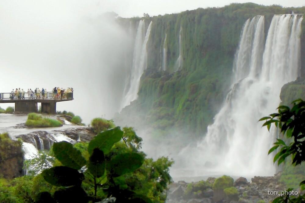 Iguazú Falls Platform by tonyphoto
