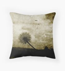 The power of flight Throw Pillow