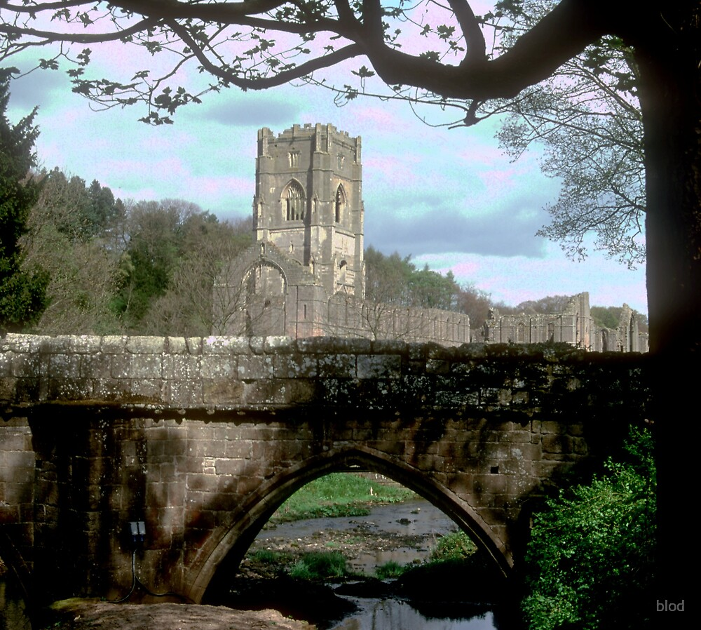Fountains Abbey by blod