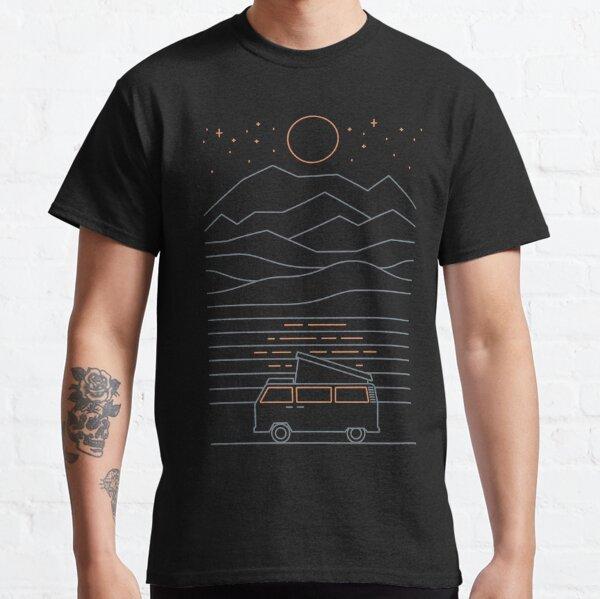 sous les étoiles la nuit. T-shirt classique