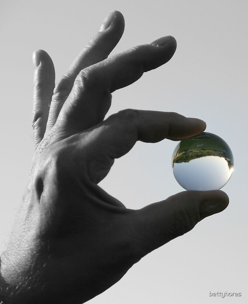 I have got the whole world in my hands by bettyhores