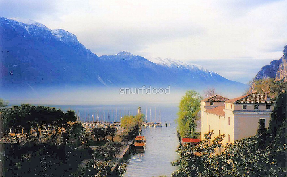 Lake Garda - 6.00am by snurfdood