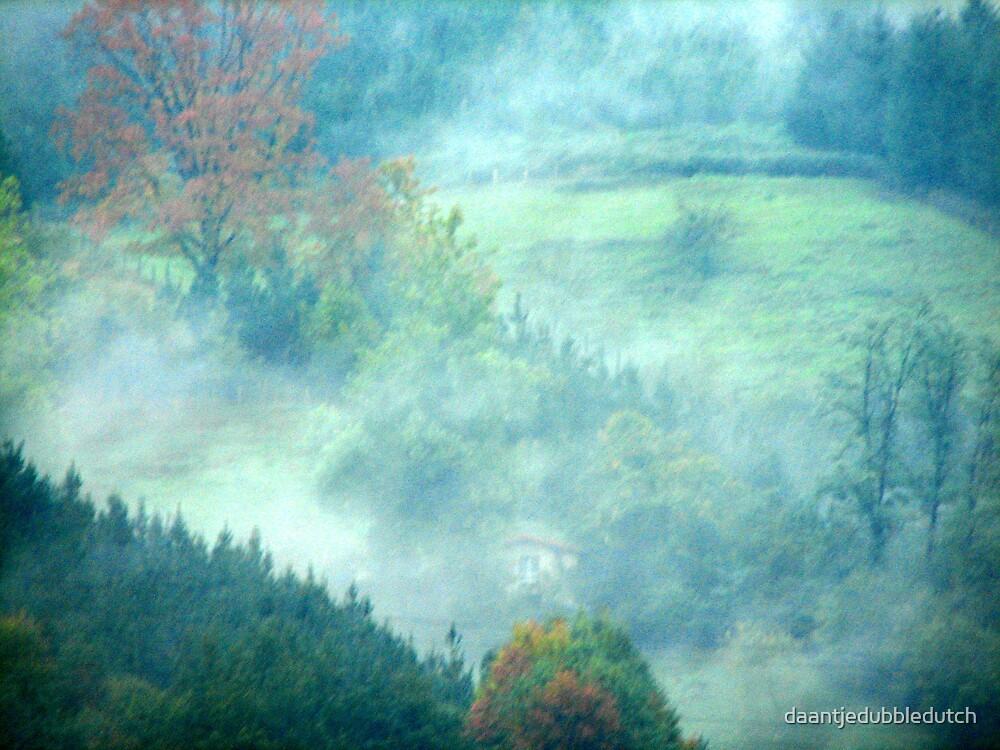 misty valley by daantjedubbledutch