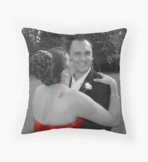 give us a kiss Throw Pillow