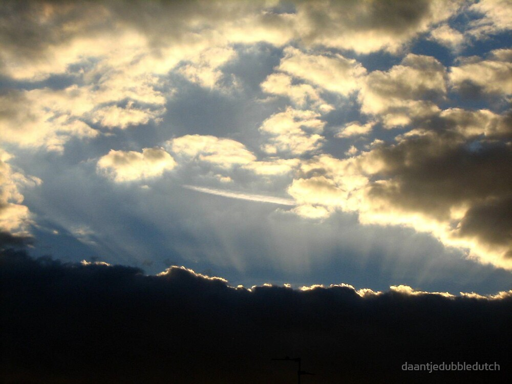 angelrays in the clouds by daantjedubbledutch