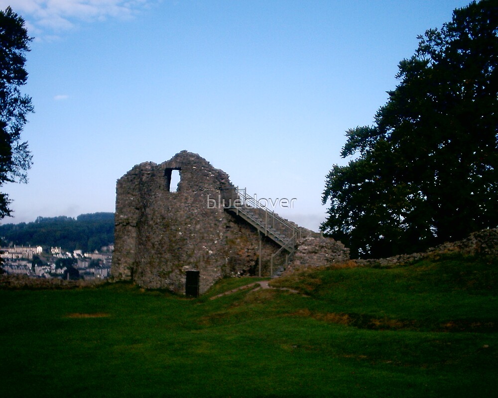 Kendal Castle ruins by blueclover