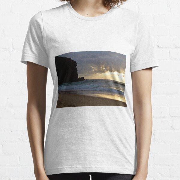 Redhead beach, Lake Macquarie at sunrise Essential T-Shirt