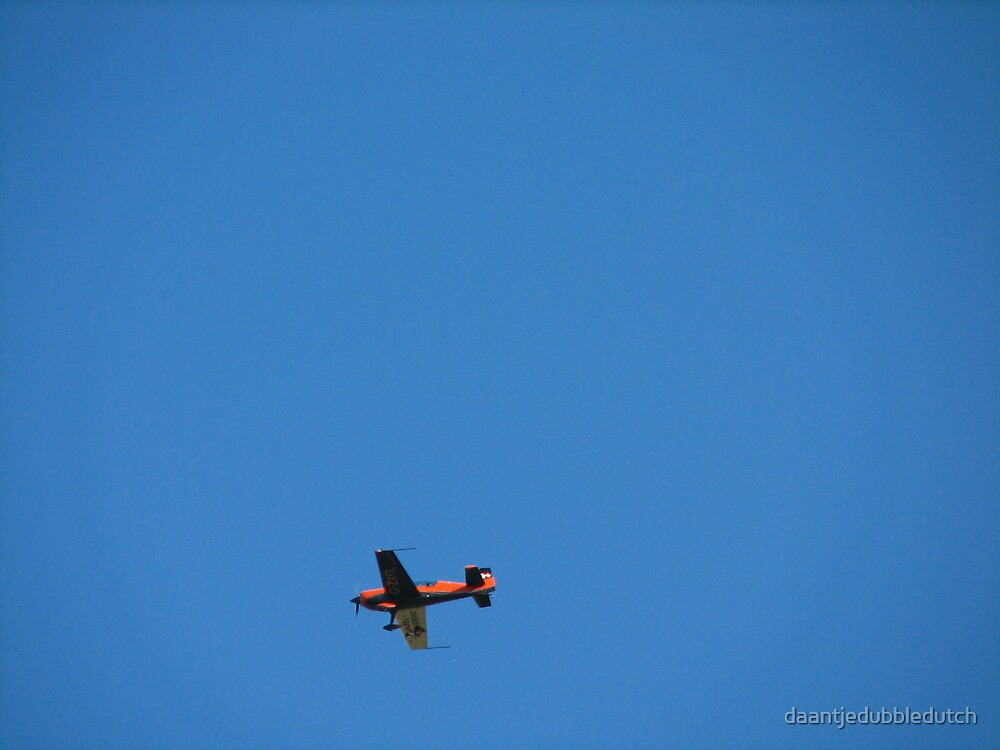 plane flying over by daantjedubbledutch