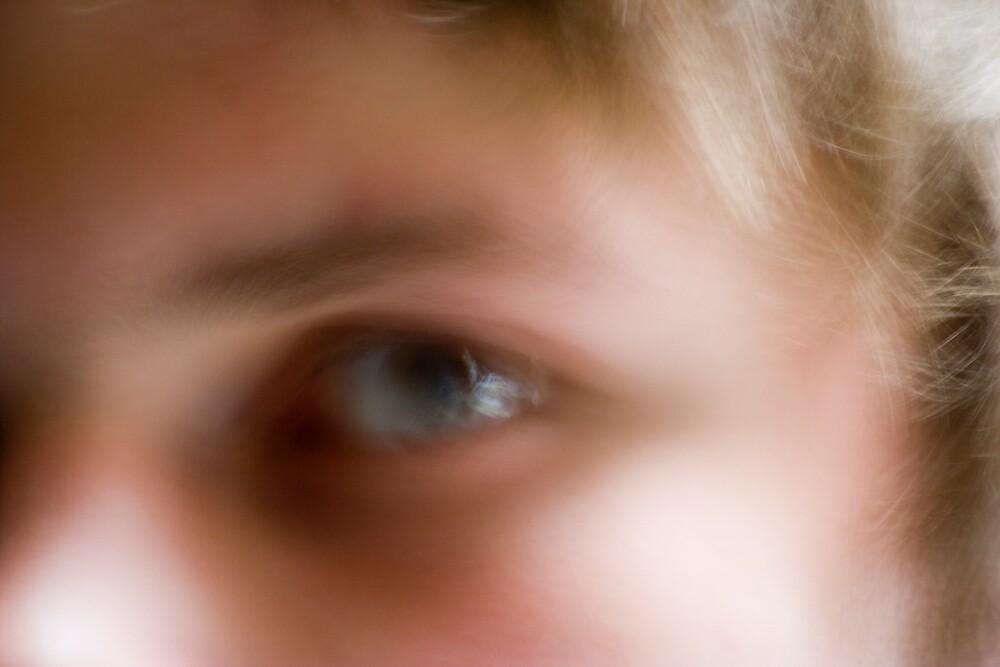 Hazy eye by Nzaweird