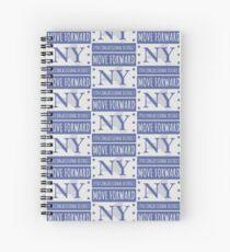 Bewegen Sie sich vorwärts New York Logo Tee Spiralblock