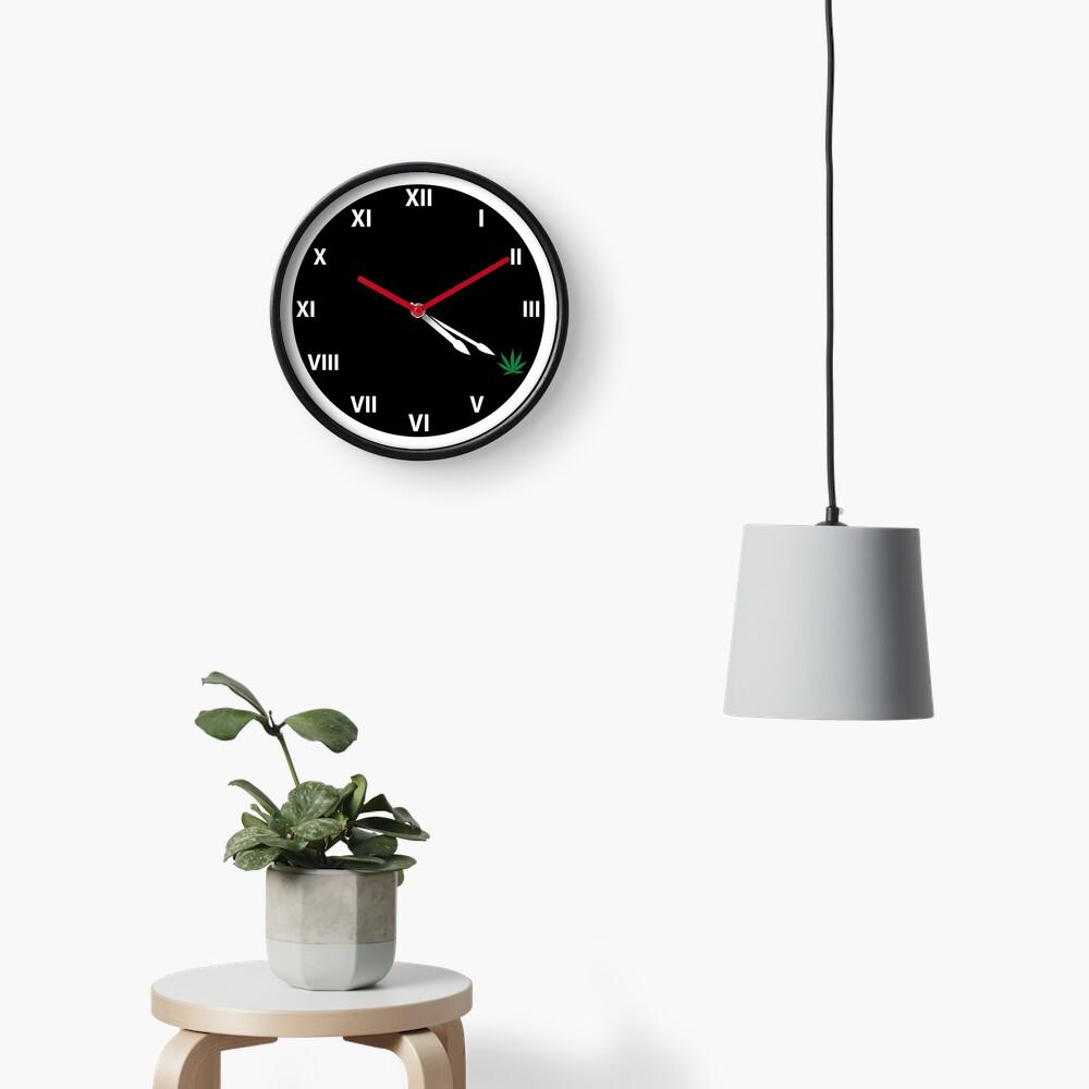 Marijuana 420 Weed Smokers Clock Clock