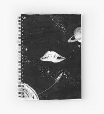 Cuaderno de espiral y sus labios son como el borde de la galaxia ...