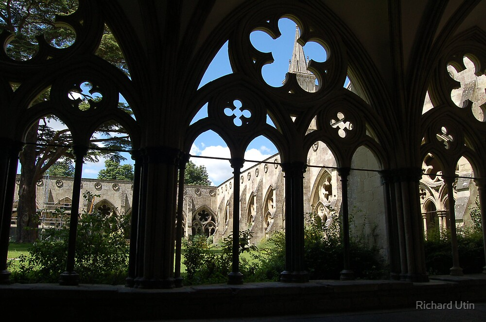 Through the arches by Richard Utin