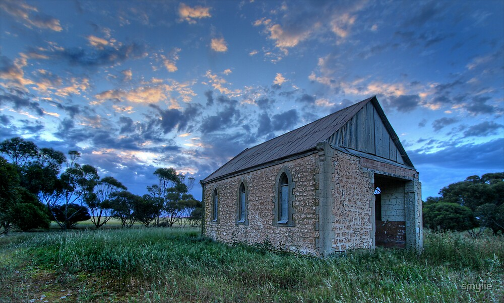 Dusk at Wauraltee Chapel by smylie