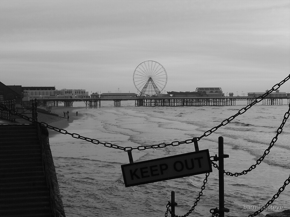 Blackpool Pier - KEEP OUT by barnsleysteve