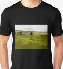 Old stone shed, Fanad Head, Donegal, Ireland T-Shirt