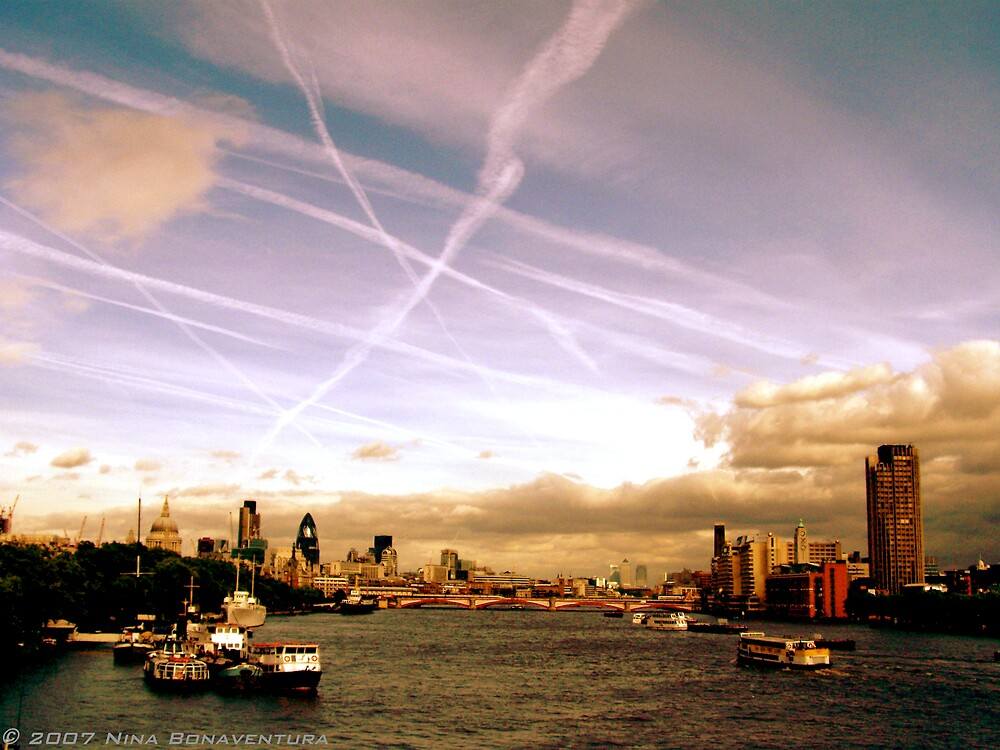 flight patterns over the Thames by NinaB