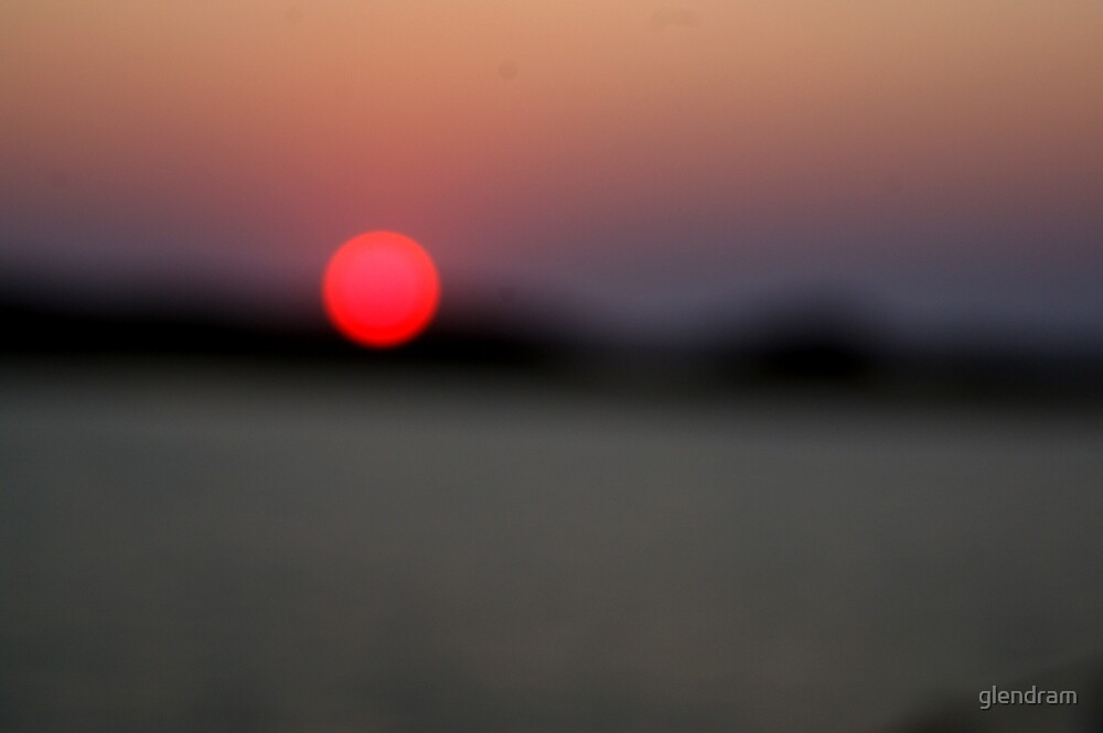 red sunset blurrrrrrrrr by glendram