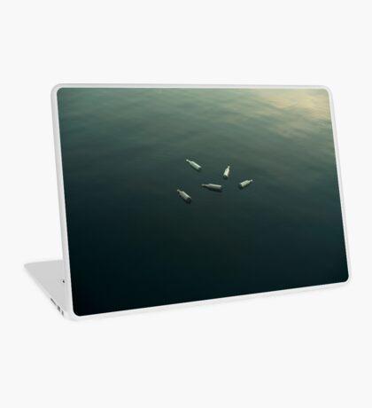 Schwimmendes Stillleben Laptop Folie