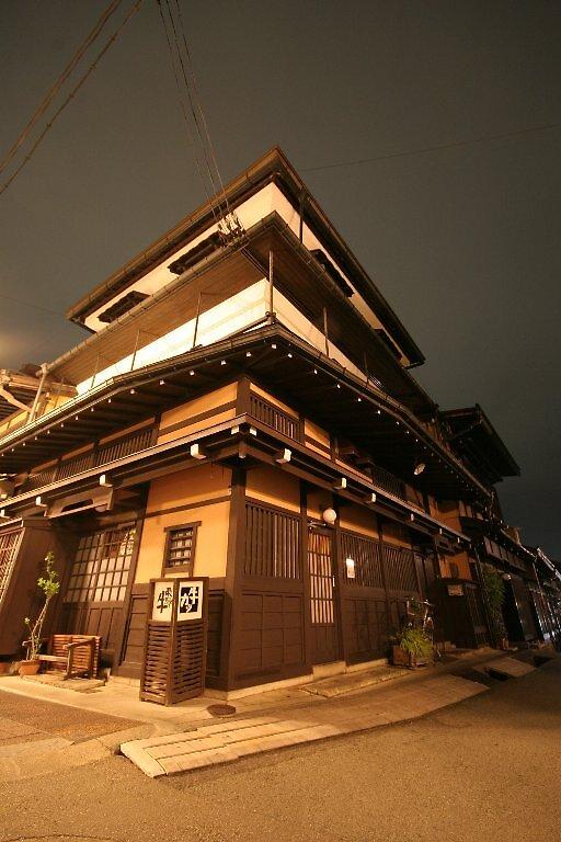 Takayama by starlight by Trishy
