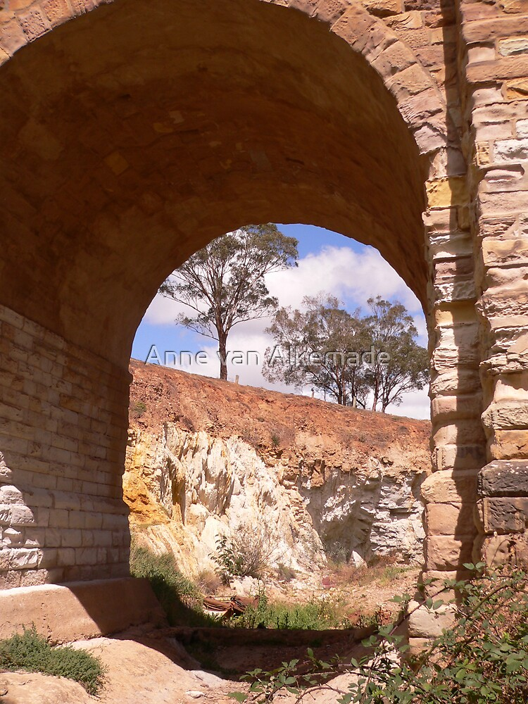 Through the djerriwarrh arch by Anne van Alkemade
