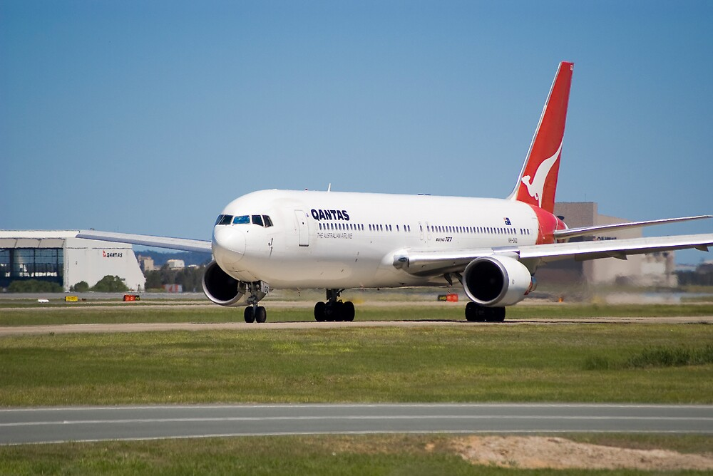 QANTAS 767 by Nathan Ashton