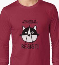 Trete den Waschbären des Widerstands bei! Widerstehen! Langarmshirt