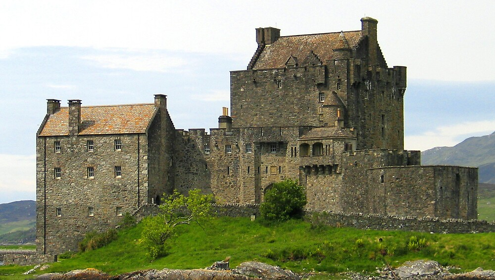 Eileen Donan Castle by John  Simmons