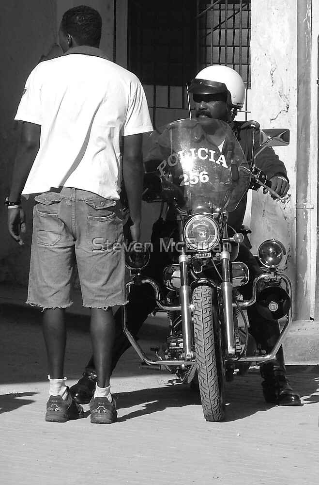 cuban police by Steven McEwan